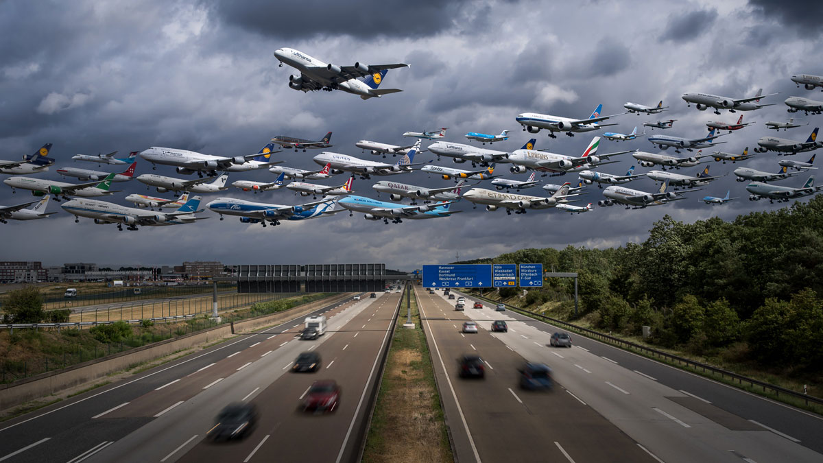 frankfurt am main 25l missed approach These Composites of Planes Taking Off and Landing Show How Connected the World Is