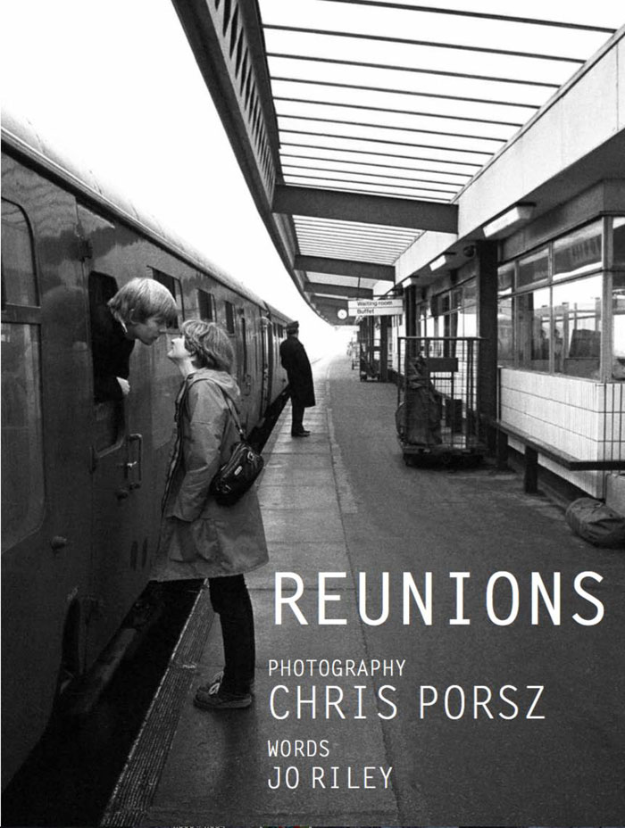 reunions by chris porsz 20 Street Photographer Recreates Photos He Took in the 80s in Amazing Reunion Series
