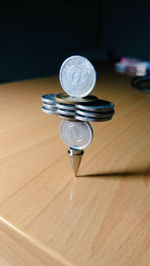 amazing coin stacking by thumb tani on twitter 14 Next Level Coin Stacking by @Thumb Tani