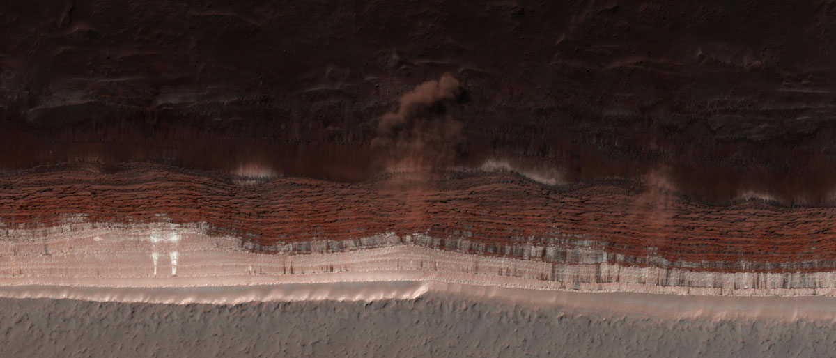 avalanche on mars hirise nasa jpl aerial Picture of the Day: An Avalanche on Mars as It was Occurring
