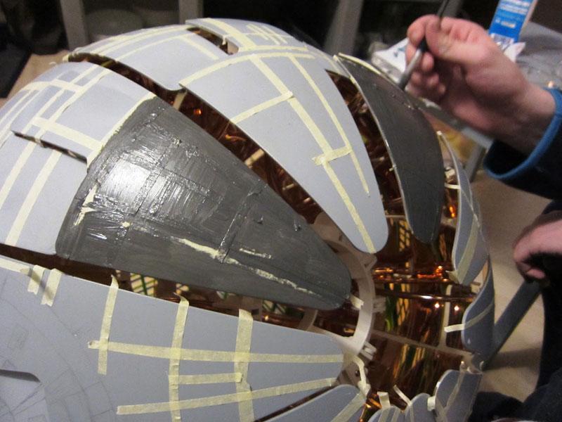 ikea death star lamp diy 7 Star War Fans Turn Popular IKEA Lamp Into Death Star
