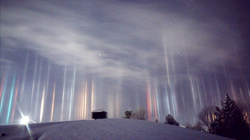 light pillars northern canada by timothy joseph elzinga Picture of the Day: Amazing Light Pillars Sighted in Northern Ontario