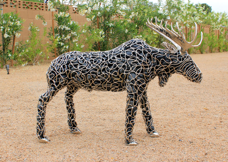 metal and river rock sculptures by ryan mccallister 6 Incredible Sculptures Made from Metal and River Rock
