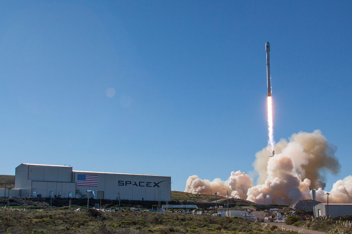 spacex launch and land january 2017 4 14 Amazing HQ Photos from SpaceXs Successful Launch and Landing