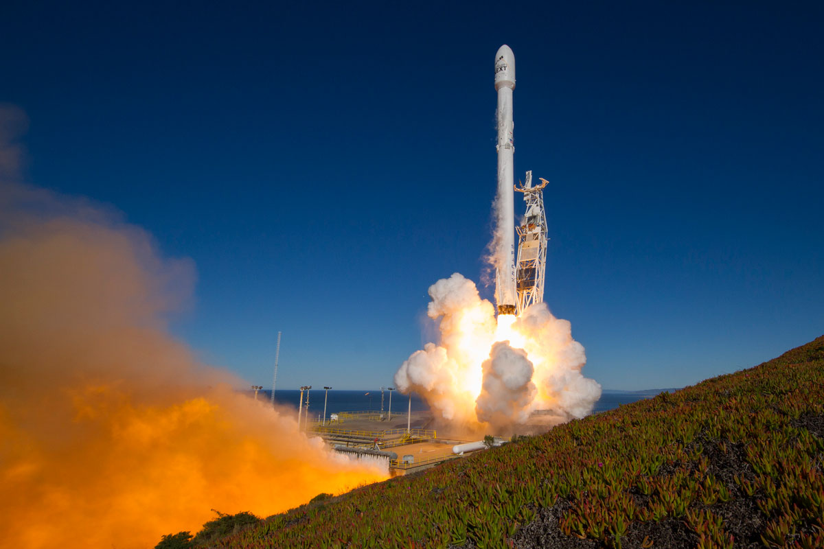 spacex launch and land january 2017 7 14 Amazing HQ Photos from SpaceXs Successful Launch and Landing