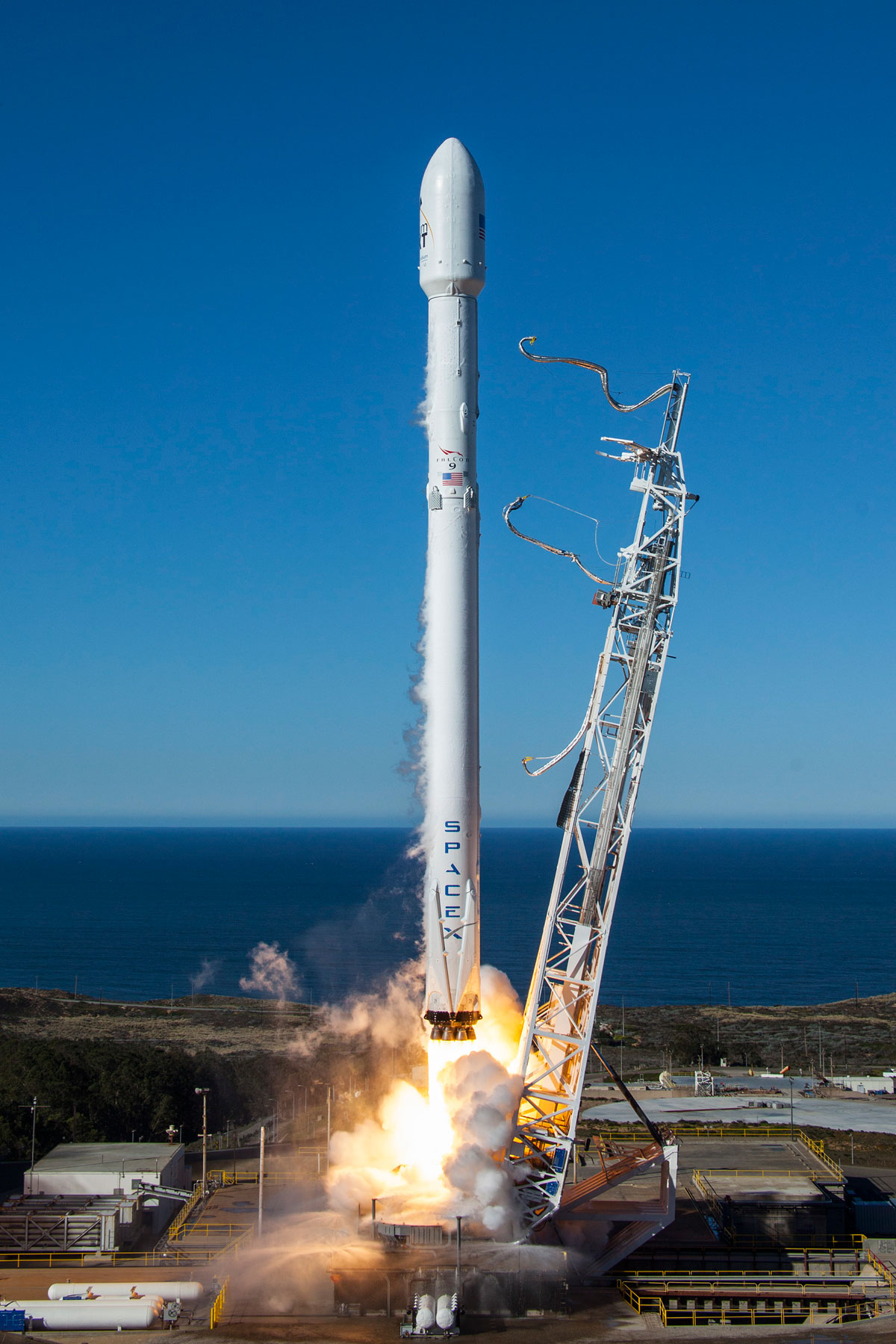 spacex launch and land january 2017 9 14 Amazing HQ Photos from SpaceXs Successful Launch and Landing