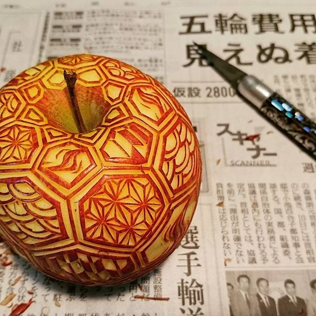 crazy patterns carved into fruits and vegetables by gaku 3 Guy Carves Crazy Patterns Into Fruits and Vegetables