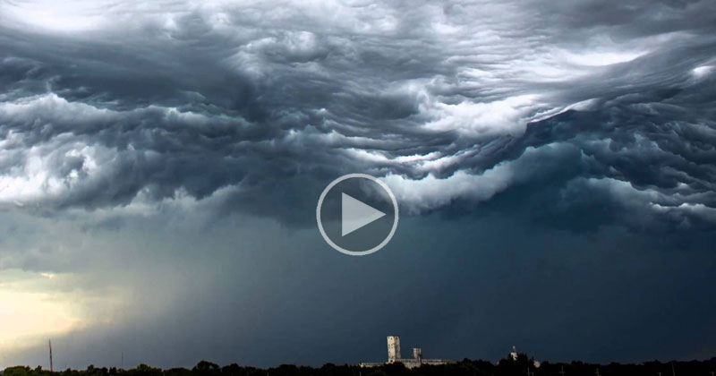 Incredible Timelapse Captures Ocean-Like Waves in the Sky
