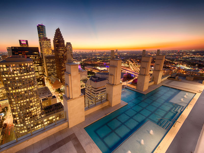 sky pool market square tower houston 2 This Glass Bottomed Pool Lets You Admire the Ground 500 ft Below