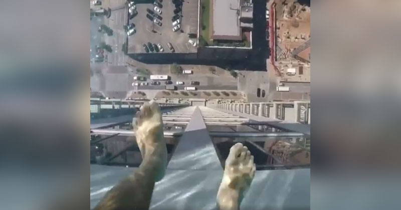 This Glass Bottomed Pool Lets You Admire the Ground 500 ft Below