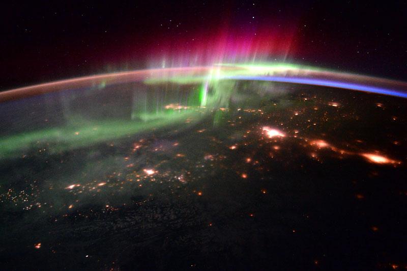 33 best auroras nasa has ever featured 20 The 33 Best Aurora Photos NASA Has Ever Featured