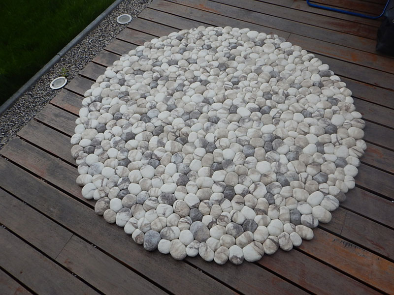 plush stone rungs by martina schuhmann flussdesign 5 These Stone Rugs are Actually Plush and Squishy