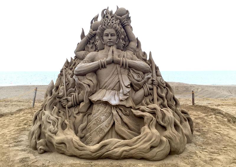 sand sculptures by toshihiko hosaka 2 Toshihiko Hosaka Creates Incredible Things Out of Sand
