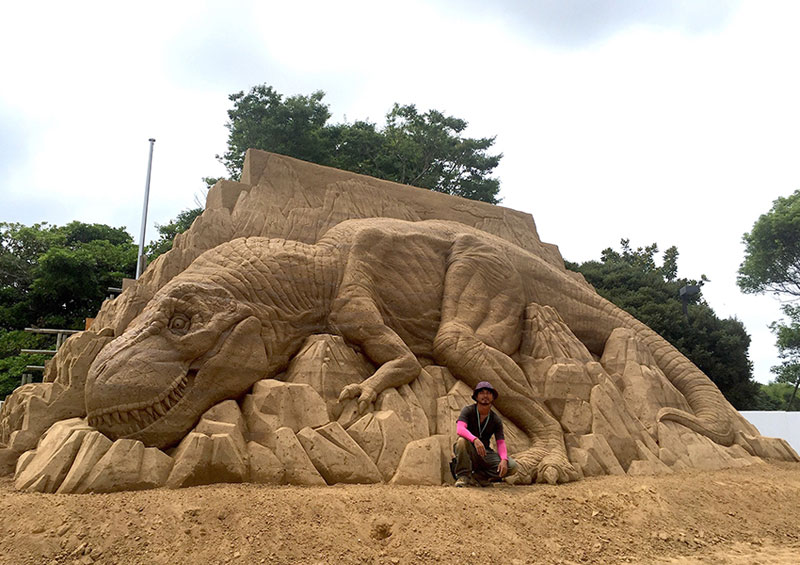 sand sculptures by toshihiko hosaka 9 Toshihiko Hosaka Creates Incredible Things Out of Sand