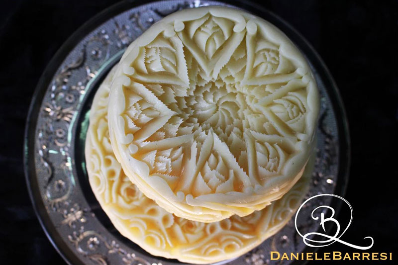 food carving by daniele barresi 2 Daniele Barresi Can Carve Anything (8 Photos)