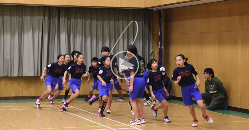 Japanese Kids Set Team World Record for Most Skips Over a Single Rope in 1 Minute