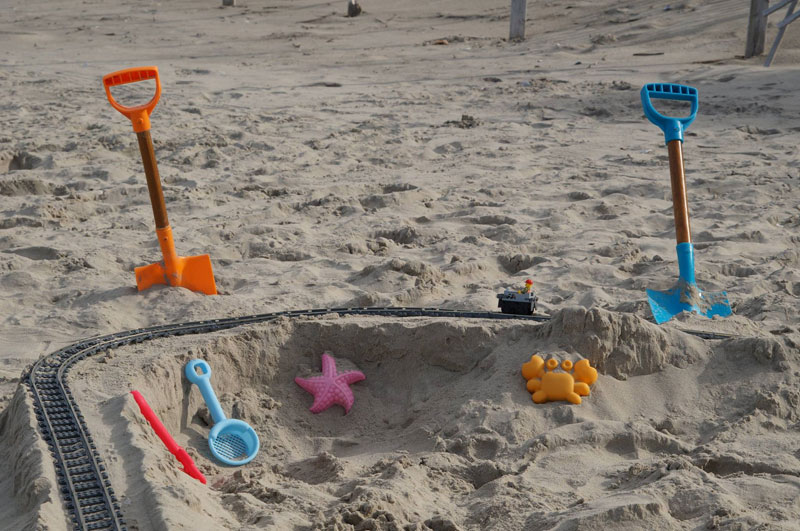 lego sand roller coaster by 5 mad movie makers 13 This Lego Sand Roller Coaster on the Beach is Awesome
