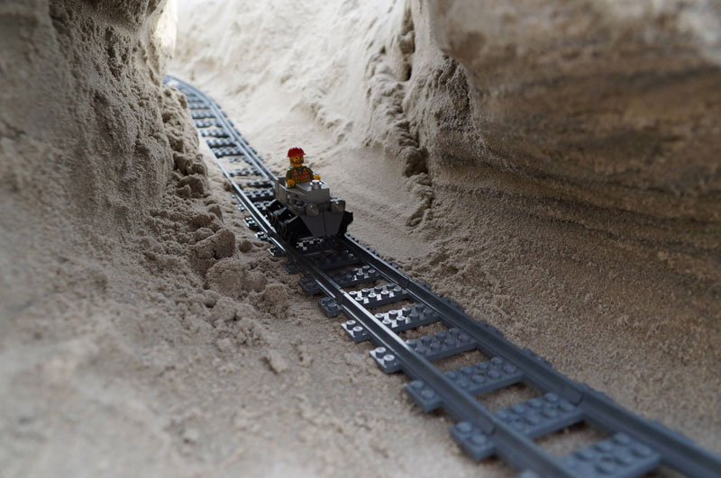 lego sand roller coaster by 5 mad movie makers 9 This Lego Sand Roller Coaster on the Beach is Awesome