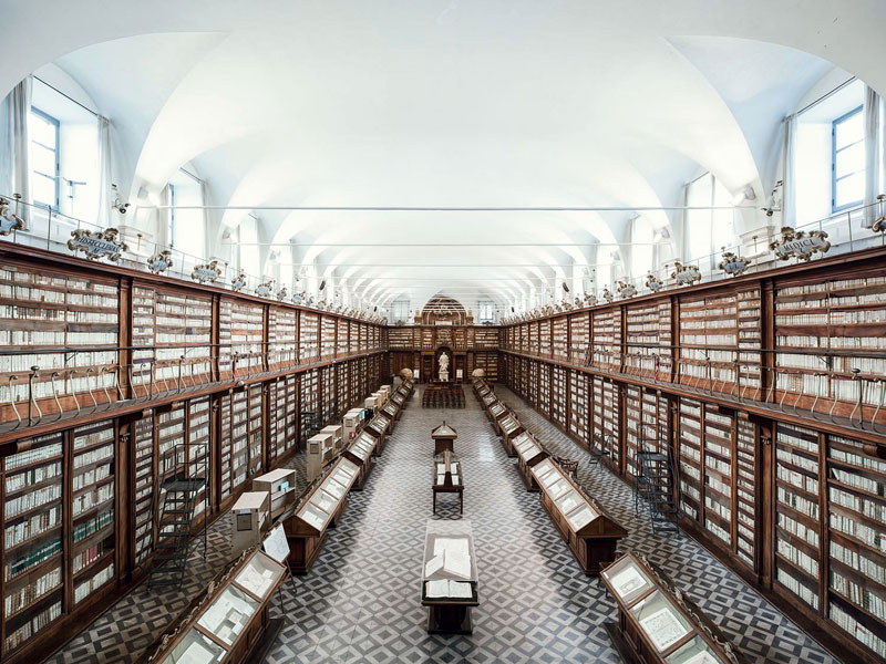 libraries of europe by thibaud poirier 4 Palaces of Self Discovery: Amazing Libraries Across Europe by Thibaud Poirier