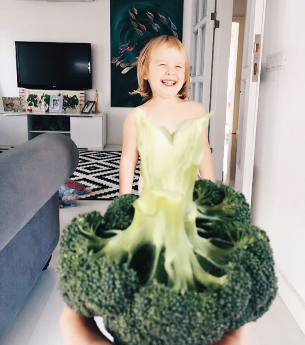 mom and daughter make dresses with food flowers and forced perspective 1 Mom and Daughter Make Dresses with Flowers, Food and Forced Perspective