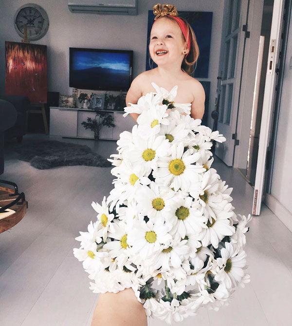 mom and daughter make dresses with food flowers and forced perspective 11 Mom and Daughter Make Dresses with Flowers, Food and Forced Perspective