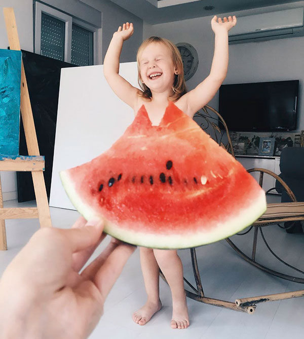 mom and daughter make dresses with food flowers and forced perspective 5 Mom and Daughter Make Dresses with Flowers, Food and Forced Perspective