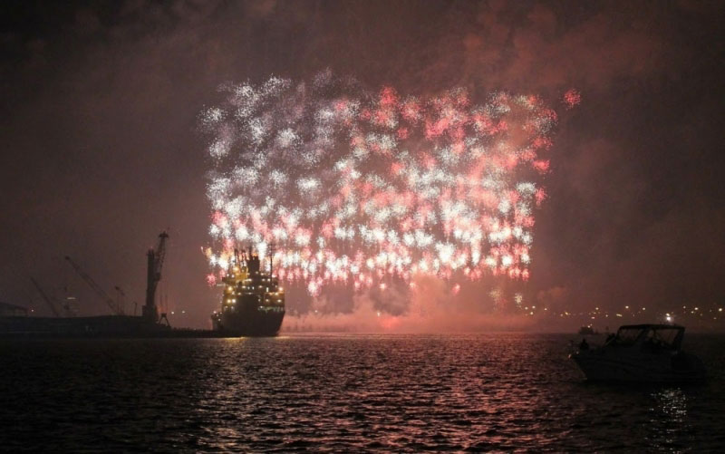 us american flag firework by grucci world record 2014 1 This World Record Fireworks Display Creates the American Flag