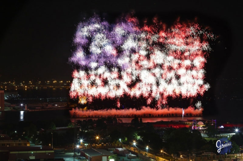 us american flag firework by grucci world record 2014 4 This World Record Fireworks Display Creates the American Flag