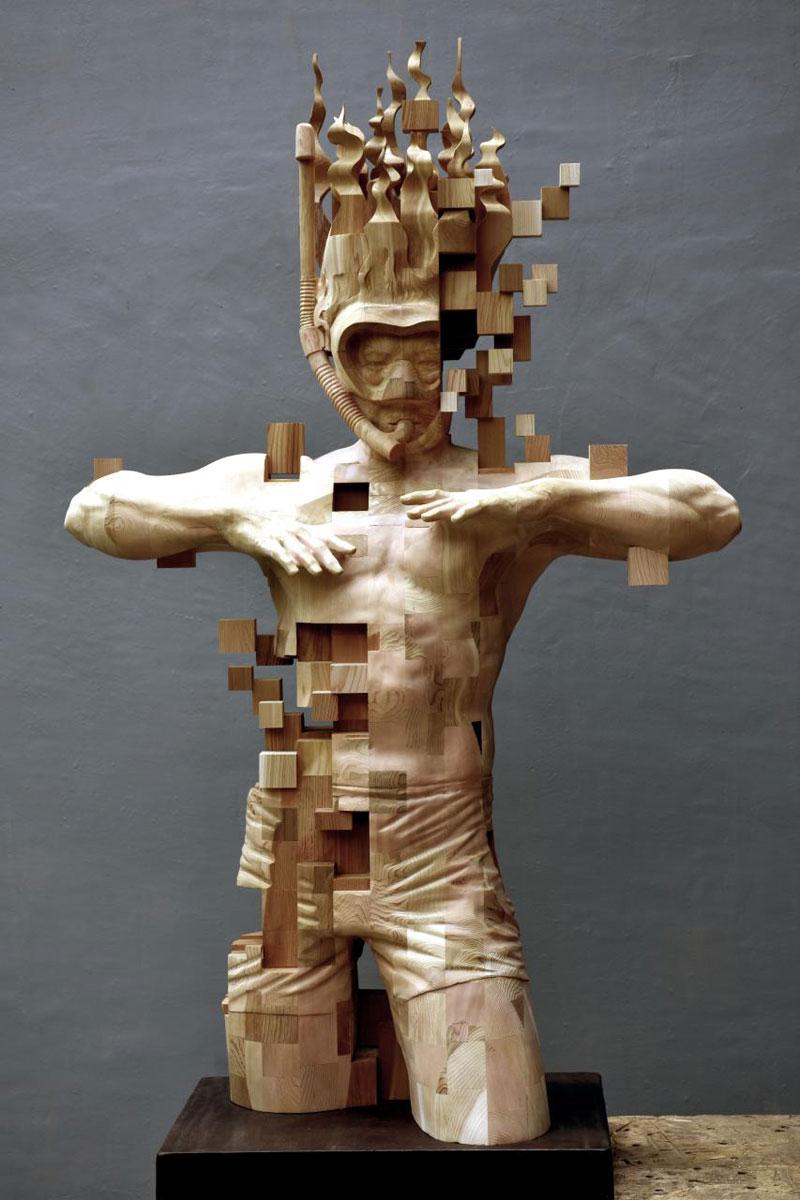 glitch wood carving pixelated snorkeler by hsu tung han 2 Glitch Wood Carving: Pixelated Snorkeler by Hsu Tung Han