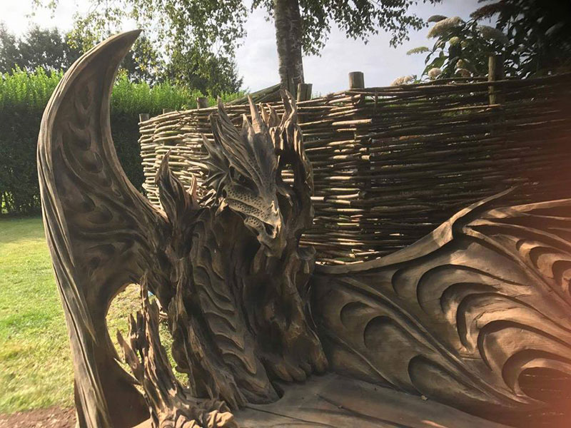 wood dragon bench by igor loskutow 2 Igor Loskutow Used a Chainsaw to Carve this Incredible Dragon Bench