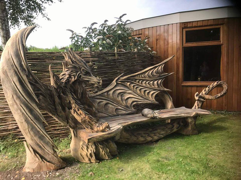 wood dragon bench by igor loskutow 4 Igor Loskutow Used a Chainsaw to Carve this Incredible Dragon Bench