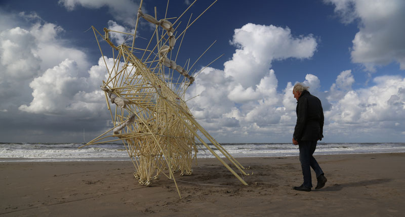kinetic beach walkers powered by the wind by theo jansen 11 Strandbeests: The Kinetic Beach Walkers Powered by the Wind