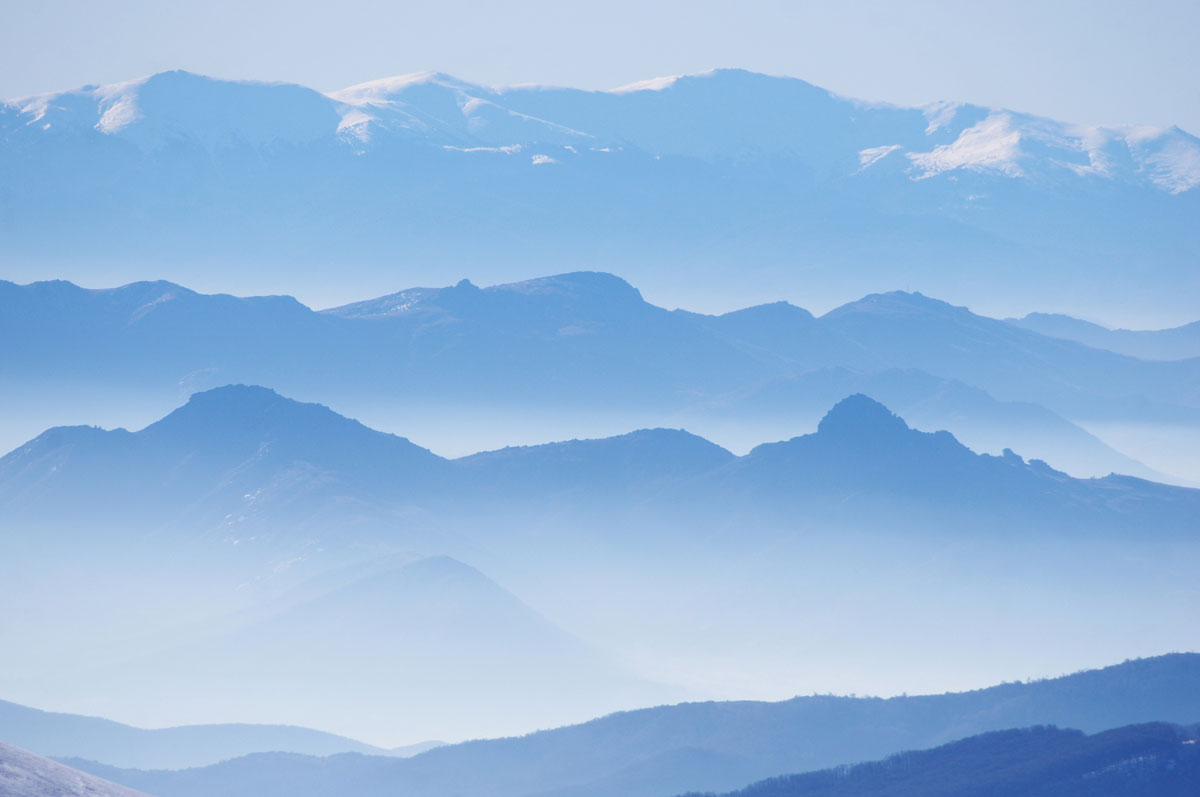 mountain blue gradient macdeonia Picture of the Day: Mountain Gradients