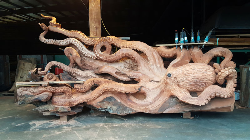 octopus carved from fallen redwood by jeffrey michael samudosky 12 Artist Transforms Fallen Redwood Into Giant Octopus (15 Photos)