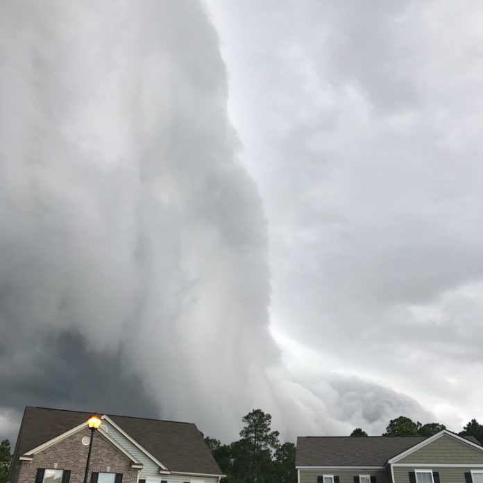 storm cloud in georgia looks like tsunami in the sky by johanna hood 5 Storm Cloud in Georgia Looks Like Tsunami in the Sky