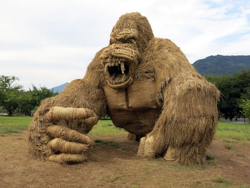 giant straw animals japan wara art festival 2017 10 Every Year Japanese Art Students Get Together and Make Giant Animals Out of Straw