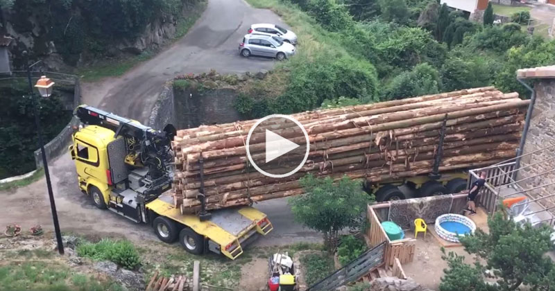 Logging Truck Makes Impossibly Tight Right Turn
