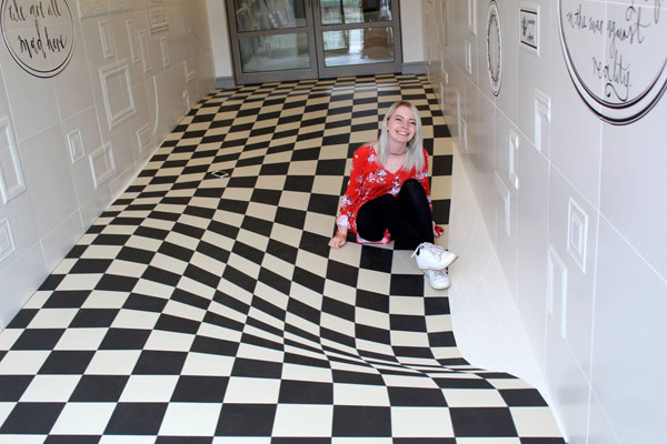 trippy flat floor entrance to casa ceramica tiles 5 A Completely Level Floor Made from 400 Individual Ceramic Tiles
