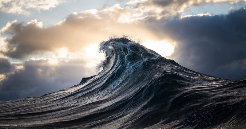 Guy Turns Ray Collins Wave Photos Into Cinemagraphs and They're Astonishing
