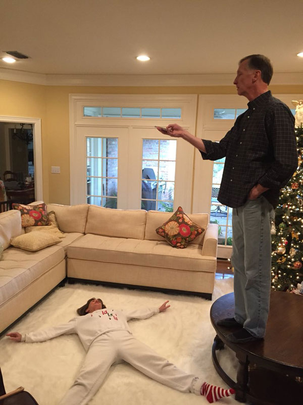 mom dad snow angel boomerang twitter viral 5 Guy Shares Hilarious Lesson on Love from His Parents and It Goes Viral