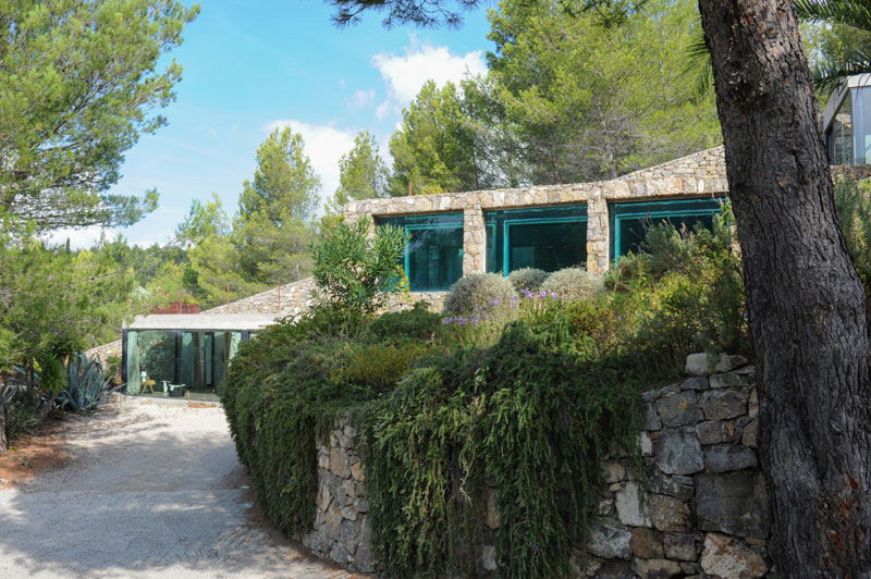 villa on the rocks france with aquarium pool 19 This Airbnb in the South of France Comes with a 91 Foot Aquarium Pool