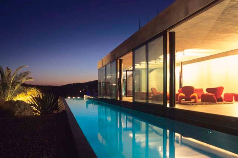 villa on the rocks france with aquarium pool 2 This Airbnb in the South of France Comes with a 91 Foot Aquarium Pool