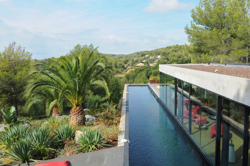 villa on the rocks france with aquarium pool 20 This Airbnb in the South of France Comes with a 91 Foot Aquarium Pool