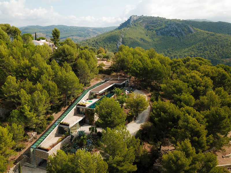 villa on the rocks france with aquarium pool 5 This Airbnb in the South of France Comes with a 91 Foot Aquarium Pool