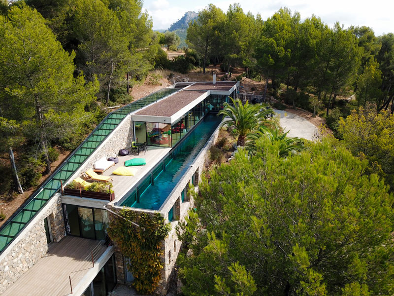 villa on the rocks france with aquarium pool 8 This Airbnb in the South of France Comes with a 91 Foot Aquarium Pool