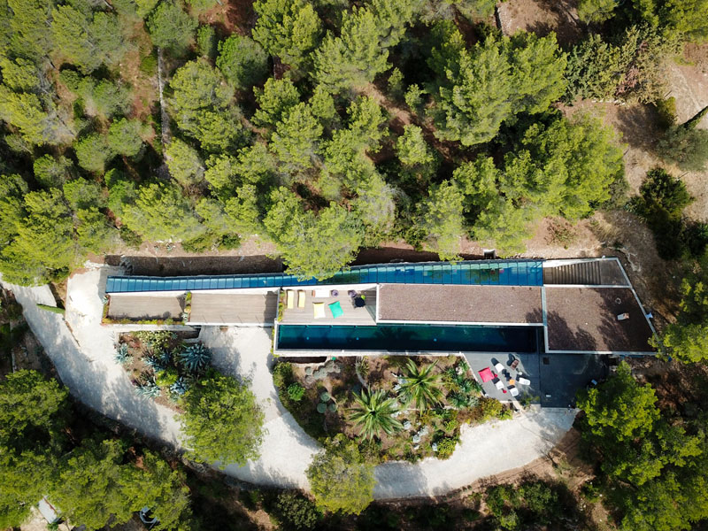 villa on the rocks france with aquarium pool 9 This Airbnb in the South of France Comes with a 91 Foot Aquarium Pool