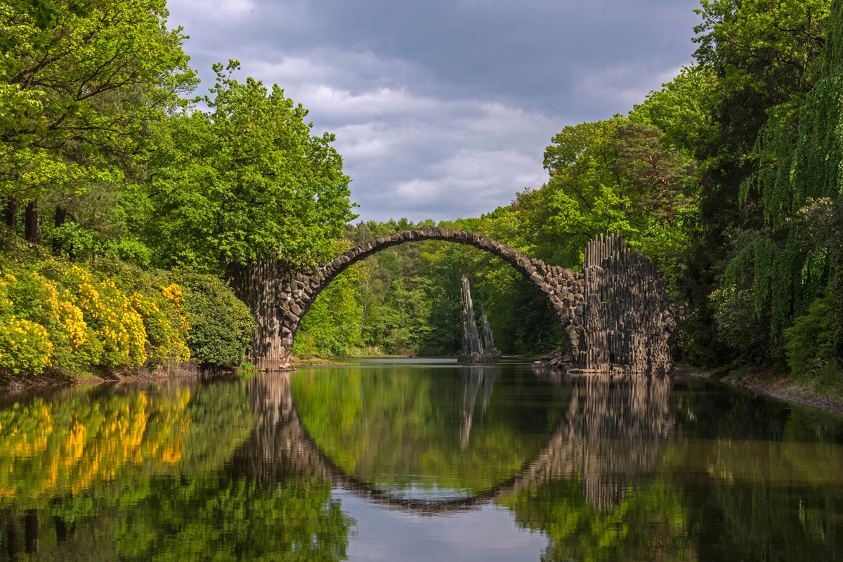 001  A National Geographic Tour of Interesting Bridges Around the World (8 Photos)