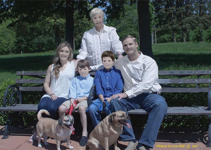 family photo photoshop fail facebook viral 2 Family Photo Shoot Goes Horribly Wrong