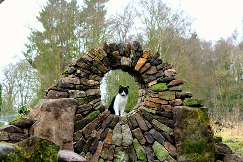 johnny clasper stonework art 20 Johnny Clasper Carefully Places Stones to Create Amazing Works of Art