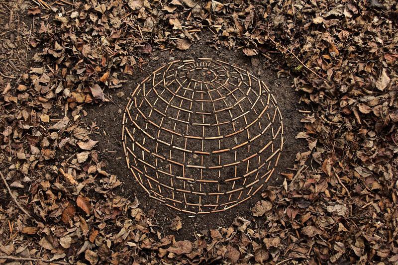 james blunt arranges natural objects into ephemeral patterns and designs 1 Artist Arranges Natural Objects Into Ephemeral Patterns and Designs